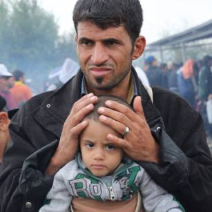 Europe-refugee-crisis-Greece-Father-and-baby